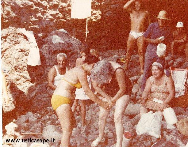 Ustica, un giorno a mare con amici