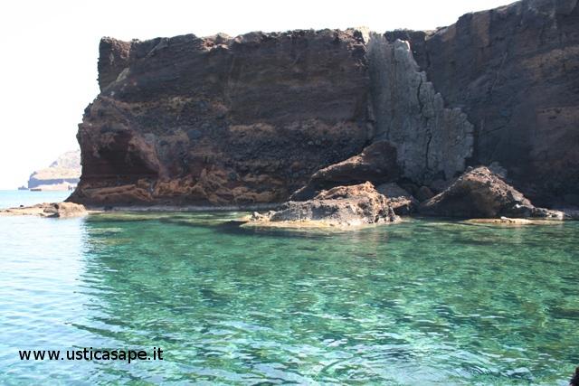 Ustica, zona faraglioni