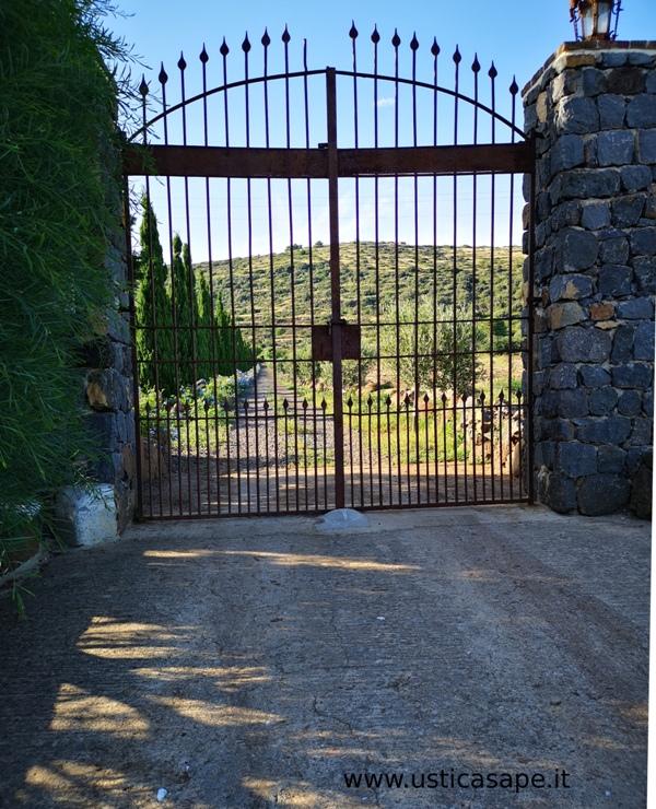 """Ustica, cancello a protezione del """"viale dei cipressi""""…"""