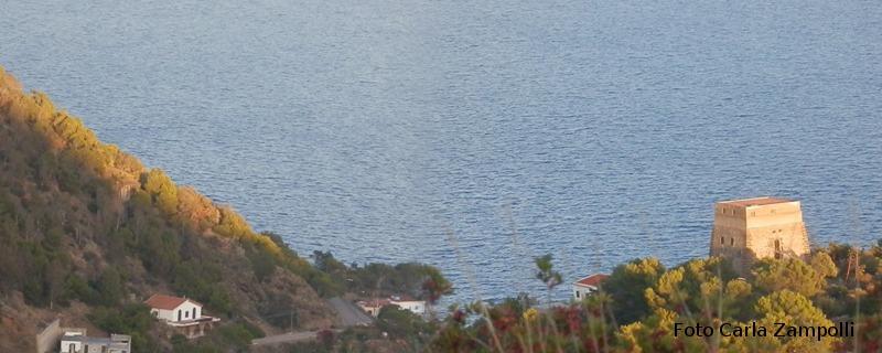 Ustica, foto con Torre Santa Maria