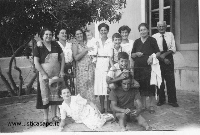 Ustica, foto di gruppo in allegria
