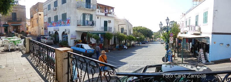 Ustica, Piazza Umberto Primo