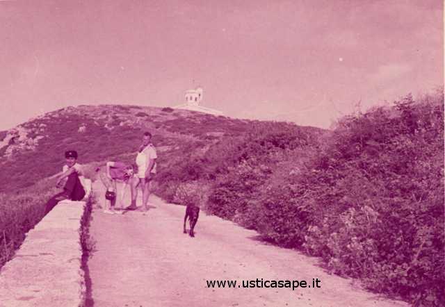 Ustica, di ritorno dalla stazione meteo (ex semaforo)