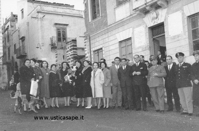 Ustica, foto di gruppo dopo l'incontro delle Autorità locali e civili con il Sindaco