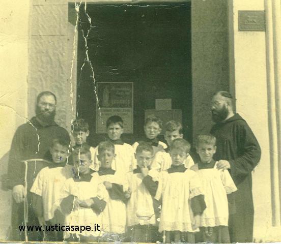 Ustica chierichetti - foto con il parroco