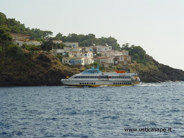 Ustica, arrivo aliscafo da Trapani per Napoli