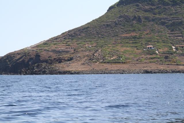 Ustica, Passo della Madonna visto dal mare