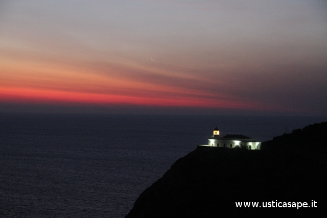 Ustica, Faro Omo morto all'alba