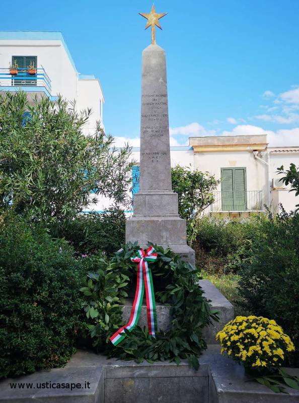 Ustica, Monumento ai Caduti