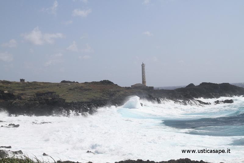 Ustica mare agitato zona faro Punta, Spalmatore