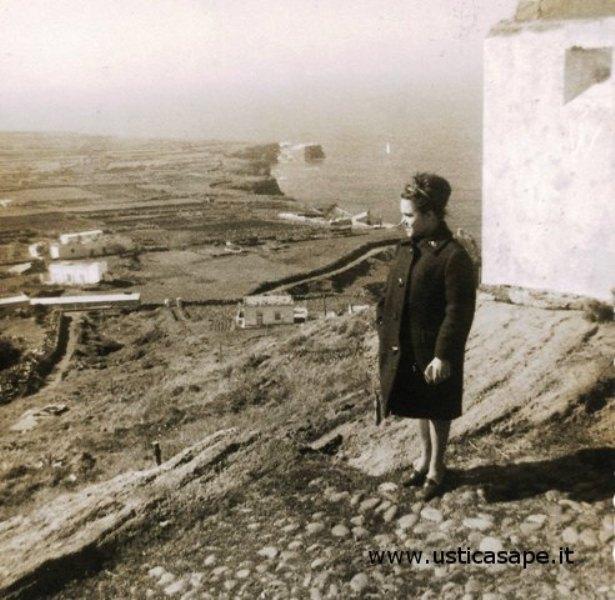 Ustica Falconiera, in attesa del fidanzato 1965