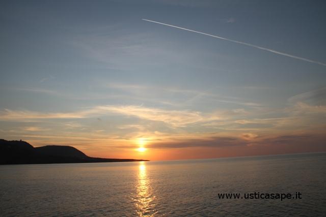 Ustica, tramonto visto dall'aliscafo proveniente da Napoli