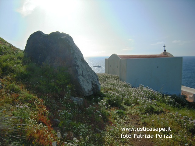 Ustica, Santuario del Passo della Madonna con scoglio del medico