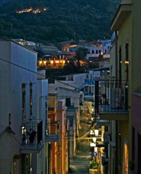 Ustica, via corta di sera