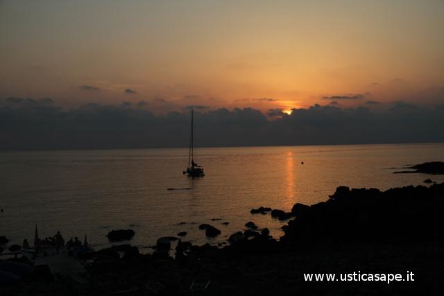 Ustica, spalmatore, tramonto
