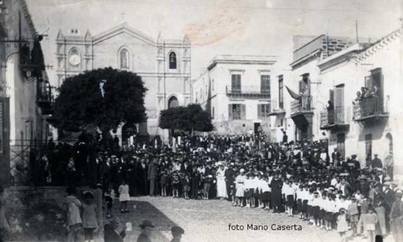 Ustica,  tre matrimoni stesso giorno 1934