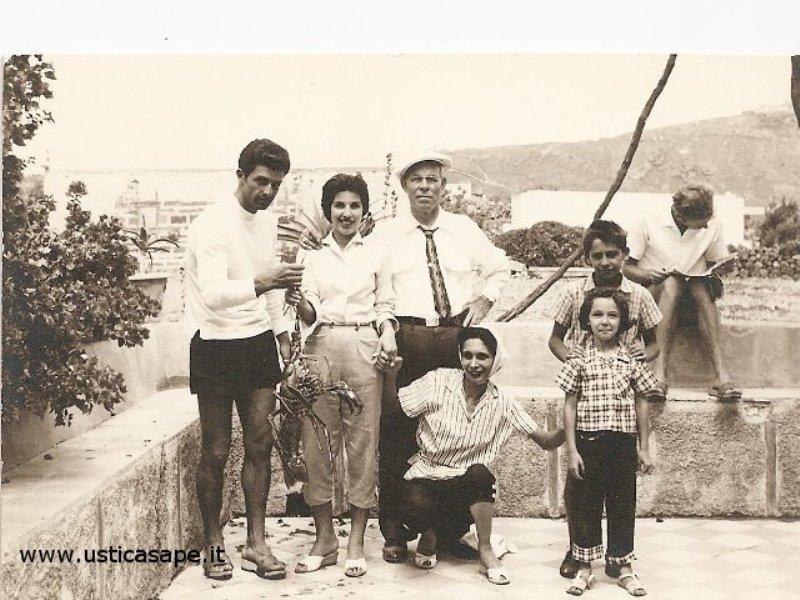 Ustica, Foto ricordo con aragosta