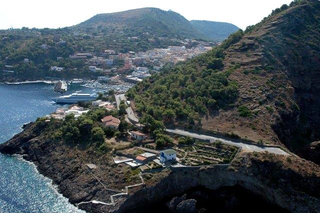 Ustica, foto panoramica vista dall'alto