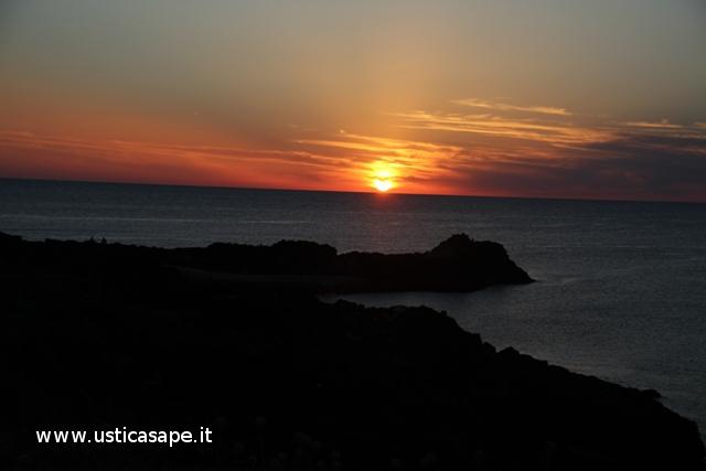 Ustica solarium Punta Spalmatote, tramonto