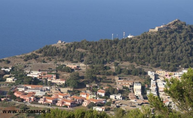 Parte di Ustica vista dall'alto