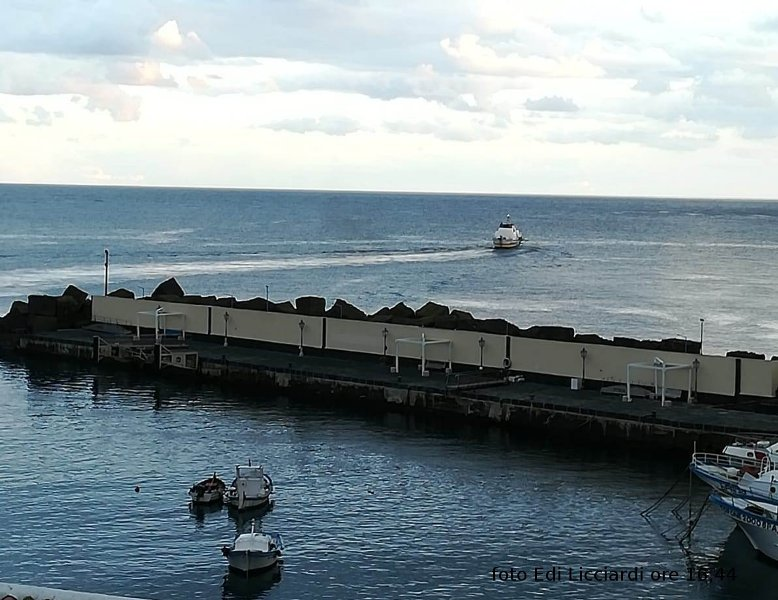 Comando aliscafo zibibbo comunica che stasera dopo arrivo ad Ustica rientra su Palermo per previsioni meteo avverse