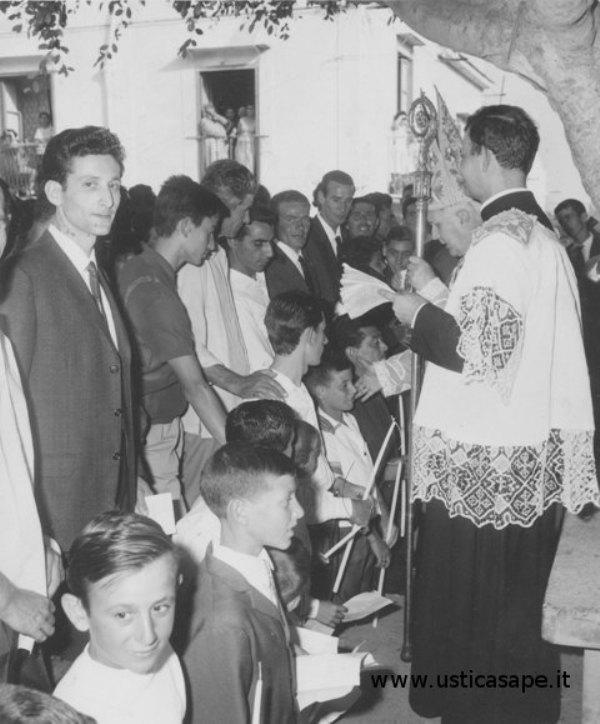 Ustica, il giorno della Cresima