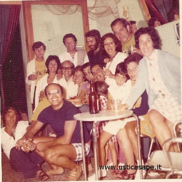 Ustica, foto ricordo, incontro con amici e parenti