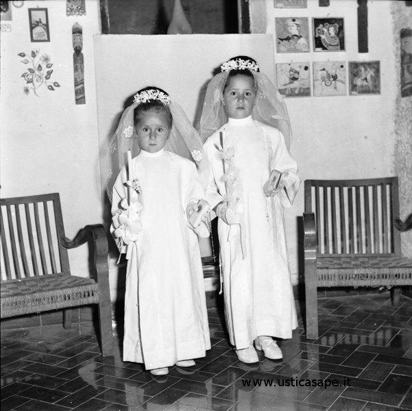 Giorno delle prima comunione di tanti anni fa ad Ustica - chi sono