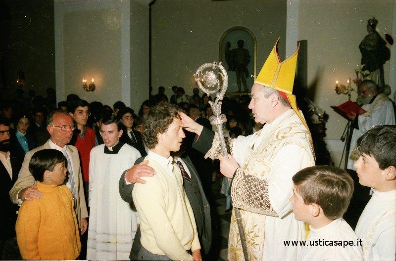 Ustica, cardinale somministra il Sacramento della Cresima