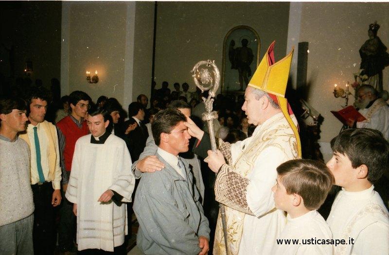 Ustica, il Cardinale somministra il Sacramento della cresima