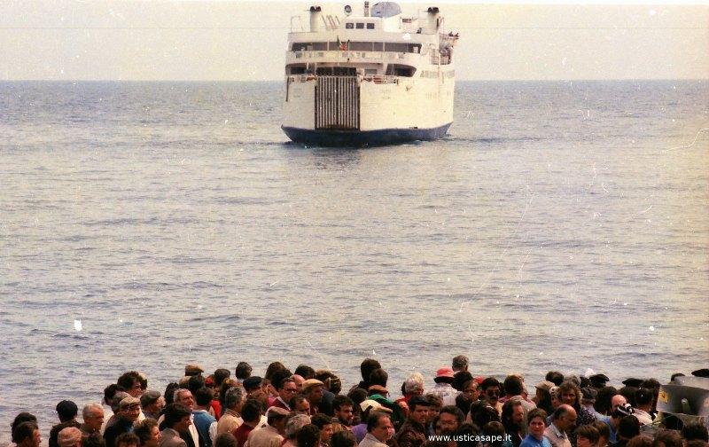 Ustica sciopero trasporti, blocco sbarco nave Giotto